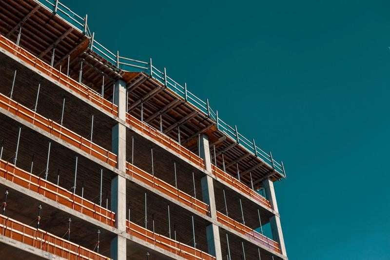Как да претендирам вреди от необезопасен строеж?